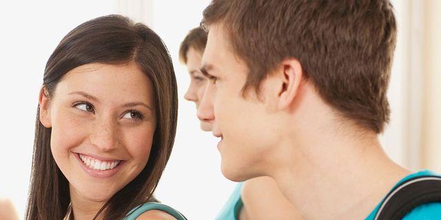 چگونه با یک پسر رابطه برقرار کنیم